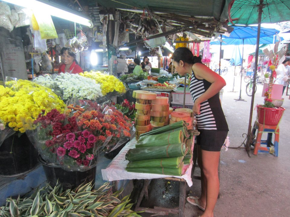 Choosing flowers for Loi Krathong