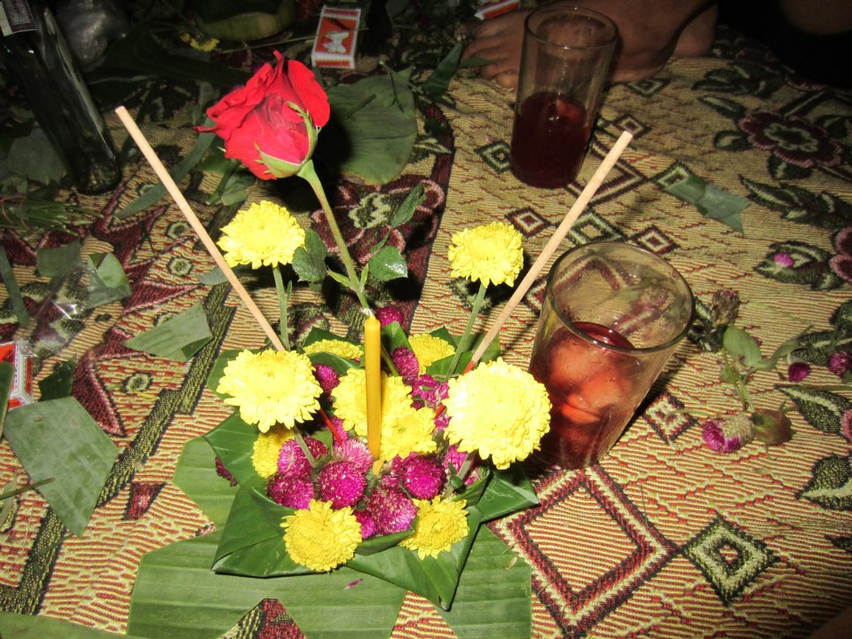 Loy Krathong float with rose